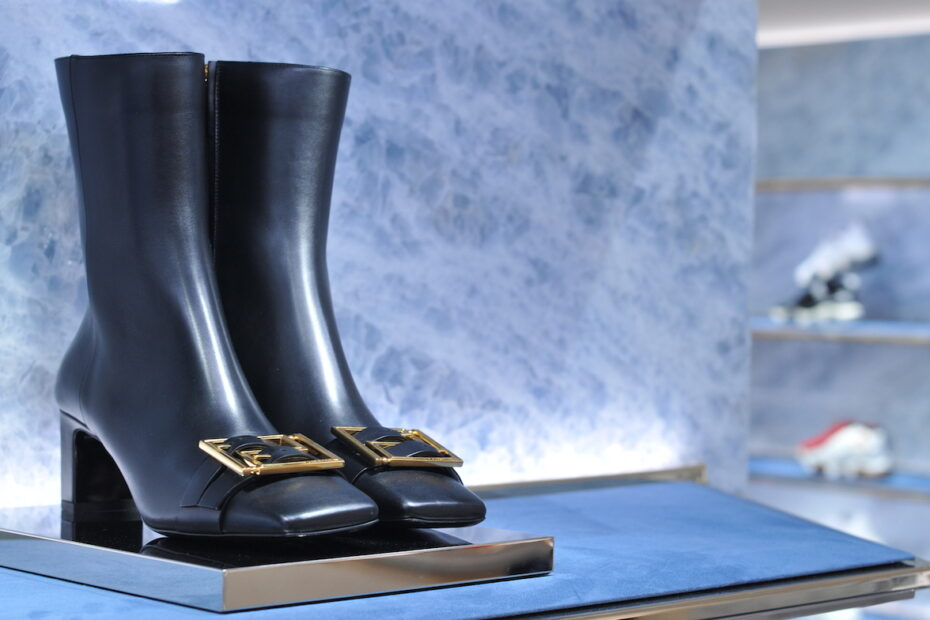 Boots in Amsterdam Versace store by Amsterdam photographer Tom van der Leij