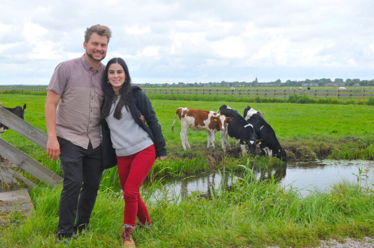 Couple with Dutch cows. Photography therapy. Photo workshop. Photo by Tom van der Leij.
