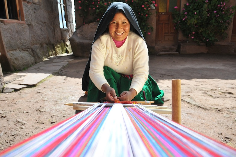Woman using a loom in Bolivia. Photo by Tom van der Leij.