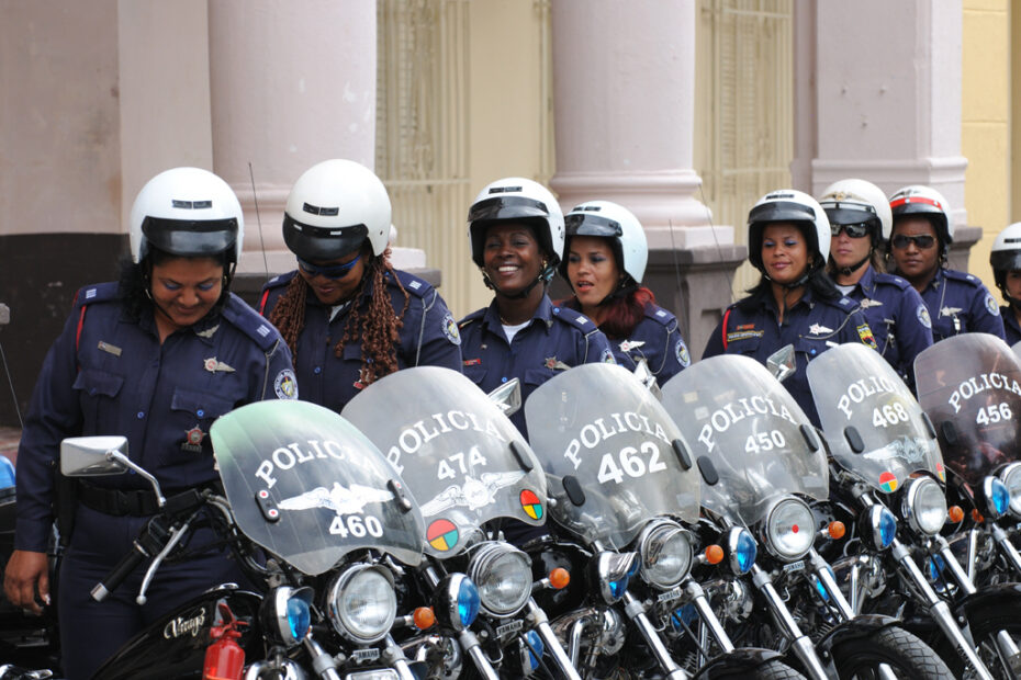 Policewomen in Haiti by Amsterdam photographer Tom van der Leij