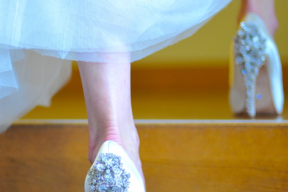 Wedding shoes photo by Amsterdam photographer Tom van der Leij